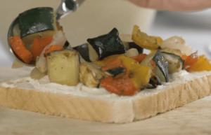 Sándwich hummus con verduritas