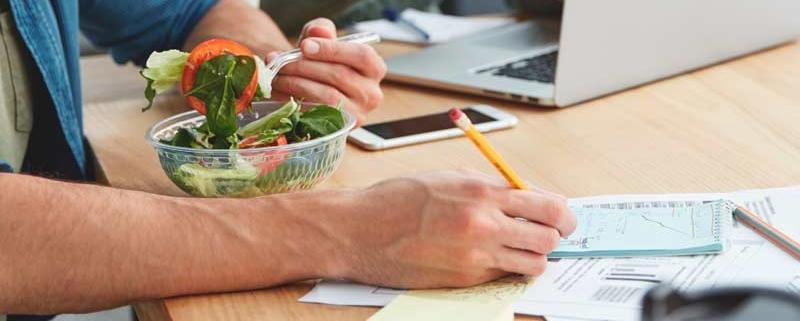 Fideliza a tus empleados ofreciéndoles una alimentación saludable